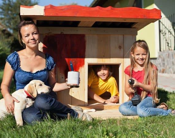 Malowanie drewnianego domku
