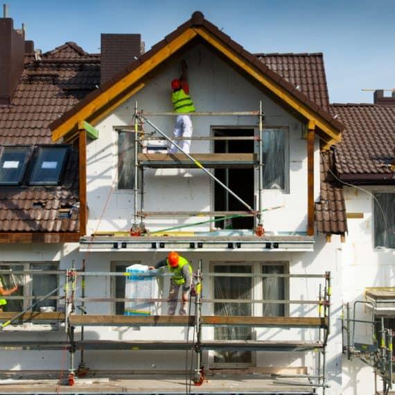 montaż elewacji budynku